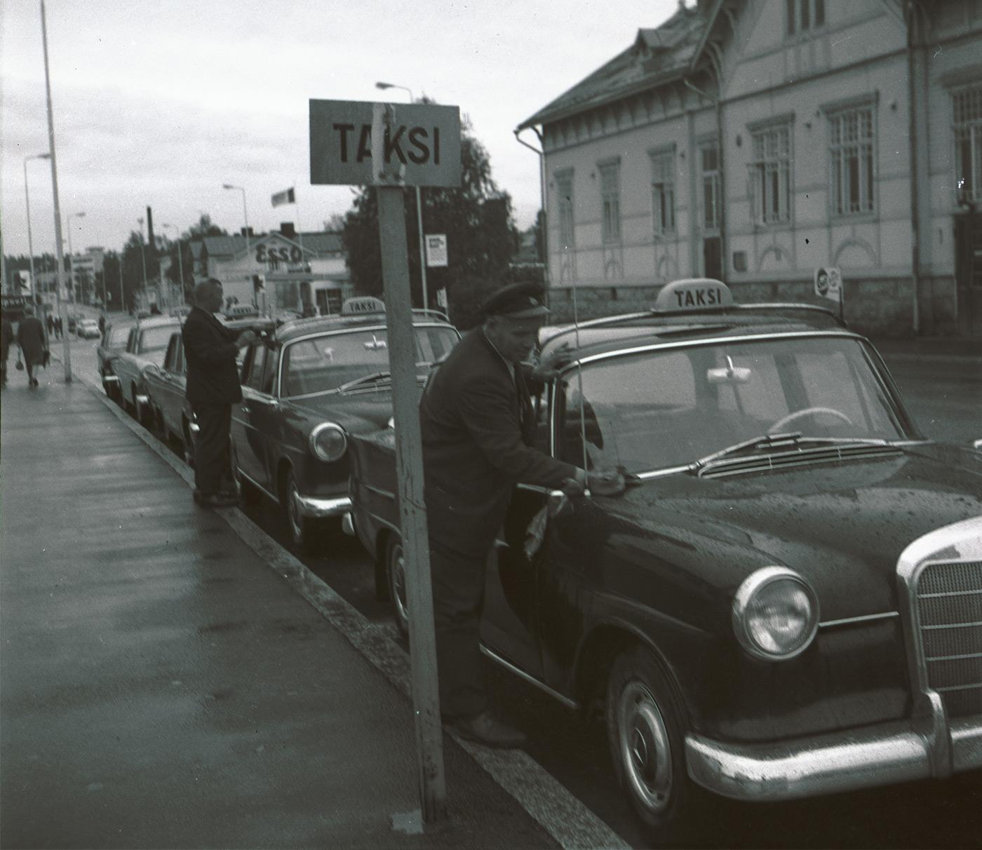 Korpitaxi - Kajaanin taksipalvelun historiaa